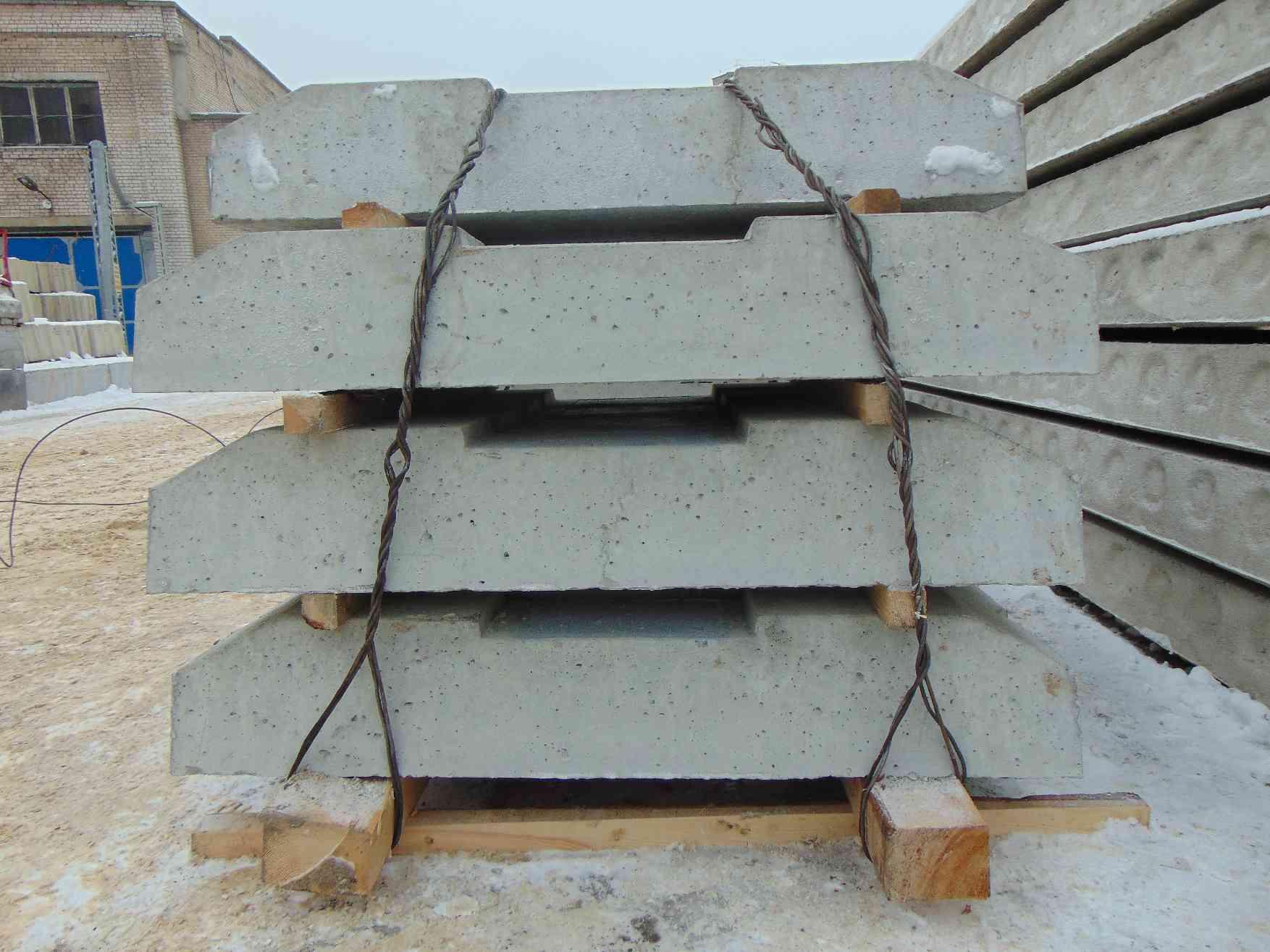 опирание ребристой плиты покрытия